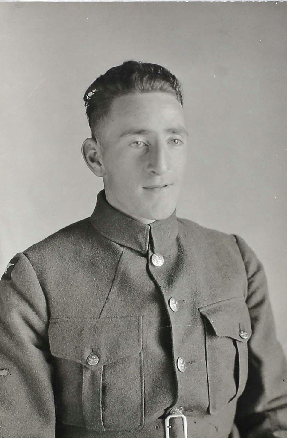 Photo of DAVID ROBB GILCHRIST