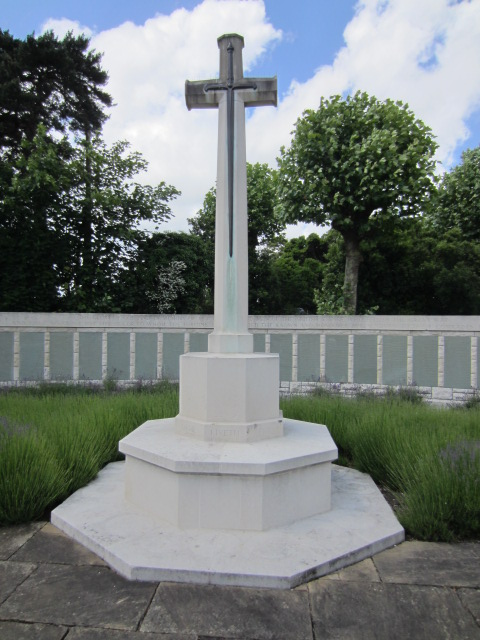 Cross of Sacrifice– Cross of Sacrifice at Hollybrook Cemetery, Southampton, UK. Image taken 10 June 2014.