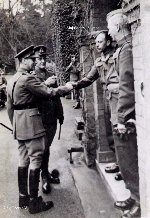 Photo of General Harry Salmon meeting King George V.– Major General Harry Salmon meets King George V.