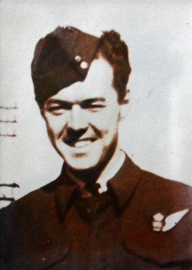 Photo of Ross Earl Reynolds– in uniform.