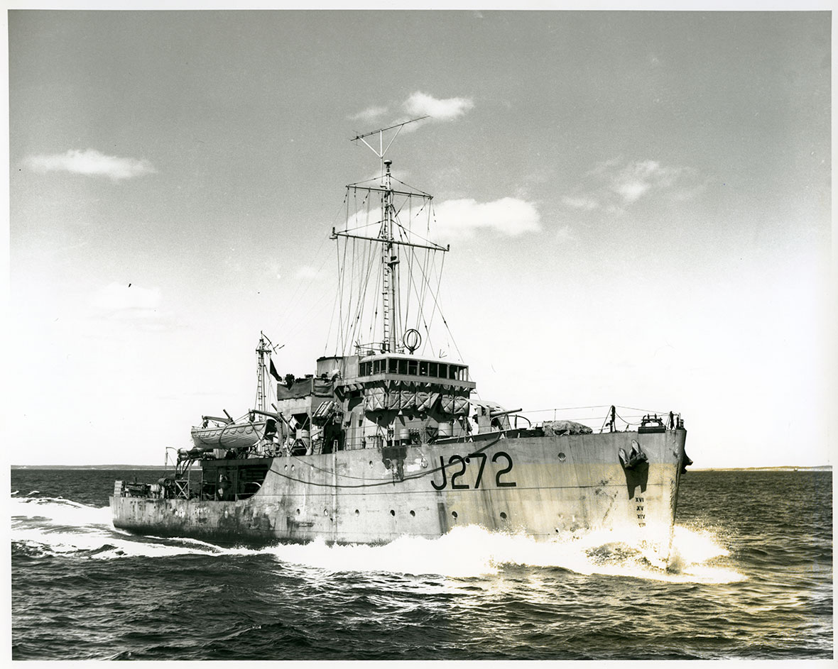 HMCS Esquimalt– Photograph of HMCS Esquimalt (J272). Image courtesy of the Royal Canadian Navy.
