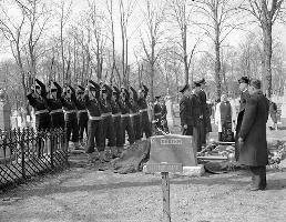 Ceremony– The burial ceremony for Albert Kynman at Camp Hill Cemetery in Halifax, Nova Scotia.  Photograph courtesy of the Library and Archives Canada.