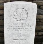 Pierre tombale – La pierre tombale au cimetière canadien no 2 est situé par les motifs de Vimy Memorial du Canada. Le cimetière est à environ 6 kilomètres au nord d'Arras, en France. Qu'il repose en paix. (John & Anne Stephens 2013)