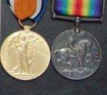 Médailles – Photo de mon grand oncle William Henry Potter, avec sa plaque commémorative, la Médaille de guerre britannique et la Médaille de la Victoire (Médaille de guerre interalliée).