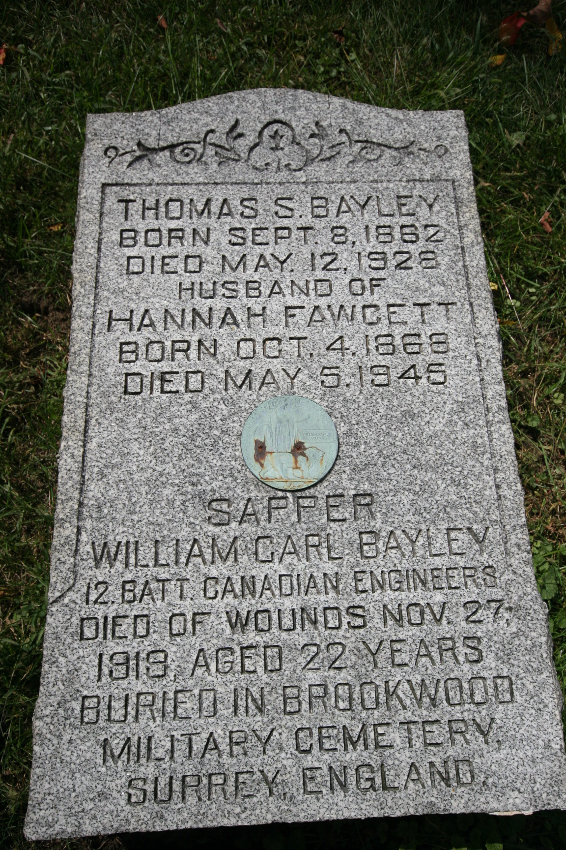 Family gravemarker– Stone at Woodland Cemetery in London Ontario