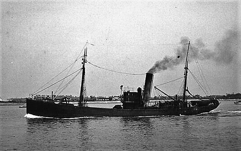 Photo– A Royal Navy armed trawler of World War I, similar to HM Trawler Loch Eye, in which William John Nightingale was serving when it was sunk on 20 April 1917.