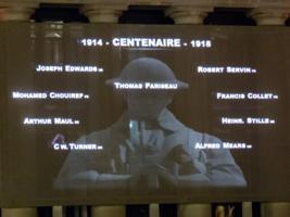 """Inscription – Affichage du nom de Thomas Pariseau le 27 septembre 2018 à 21h57 dans le cadre de l'initiative """"Le monde se souvient"""". Photo prise à Ottawa, ON."""