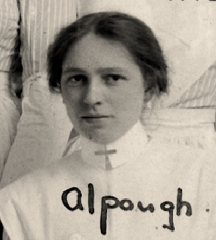 Nursing Sister Agnes Alpaugh 1916– Photo: Courtesy of McGill University Health Centre Archives and Special Collections Service.