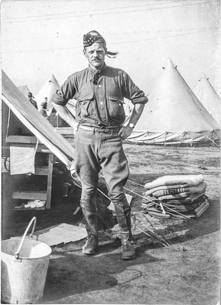 Photo of Robert Clifford Darling– Capt R.C. Darling.  Submitted by 15th Bn Memorial Project Team.  DILEAS GU BRATH