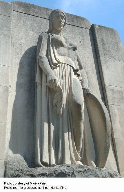 Plan rapproché du Monument de guerre de Galt