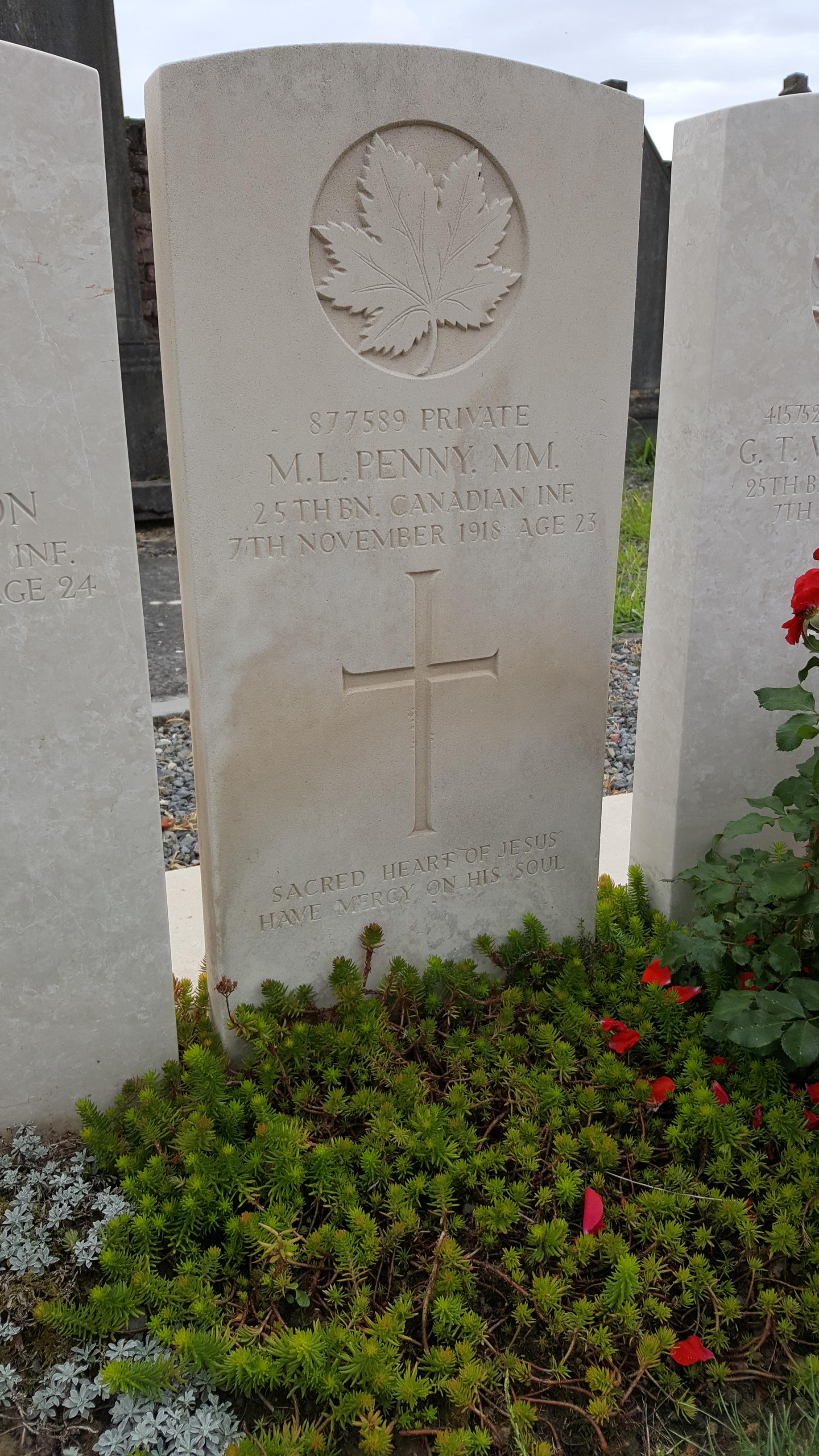 Grave marker– Photo taken by Alain Rosman on August 16, 2020 at the Elouges cemetery in Belgium.