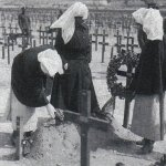 Funeral– Funeral of Nursing Sister (NIS) Margaret Lowe, of Binscarth, Manitoba, who died of wounds received during the raid by Germans at Étaples France, May 28, 1918.National Archives of Canada,Margaret (Ross) MacKinnon Collection