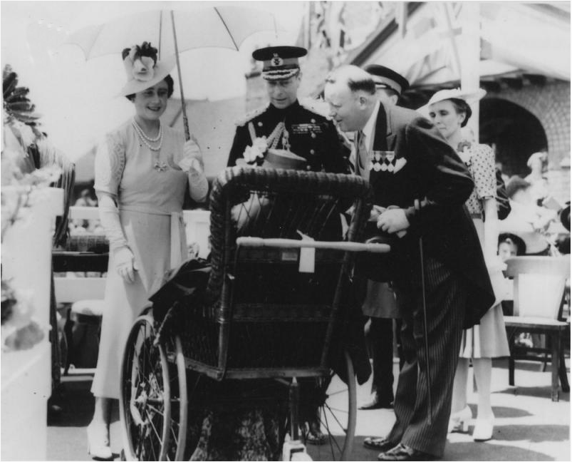 Group Photo– Katherine's mother Mrs Mary Maud Macdonald (Silver Cross Mother) meets King George and Queen Elizabeth in 1939