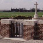 Entrée du cimetière du Canada
