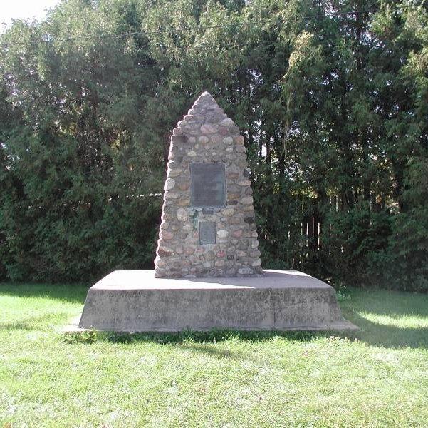 Vars Cenotaph, Ontario