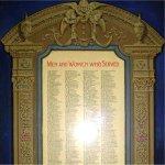 Tableau d'honneur – Le tableau d¿honneur situé au Victoria-Royce Presbyterian inclue les noms de 55 hommes qui ont servi durant la guerre.
