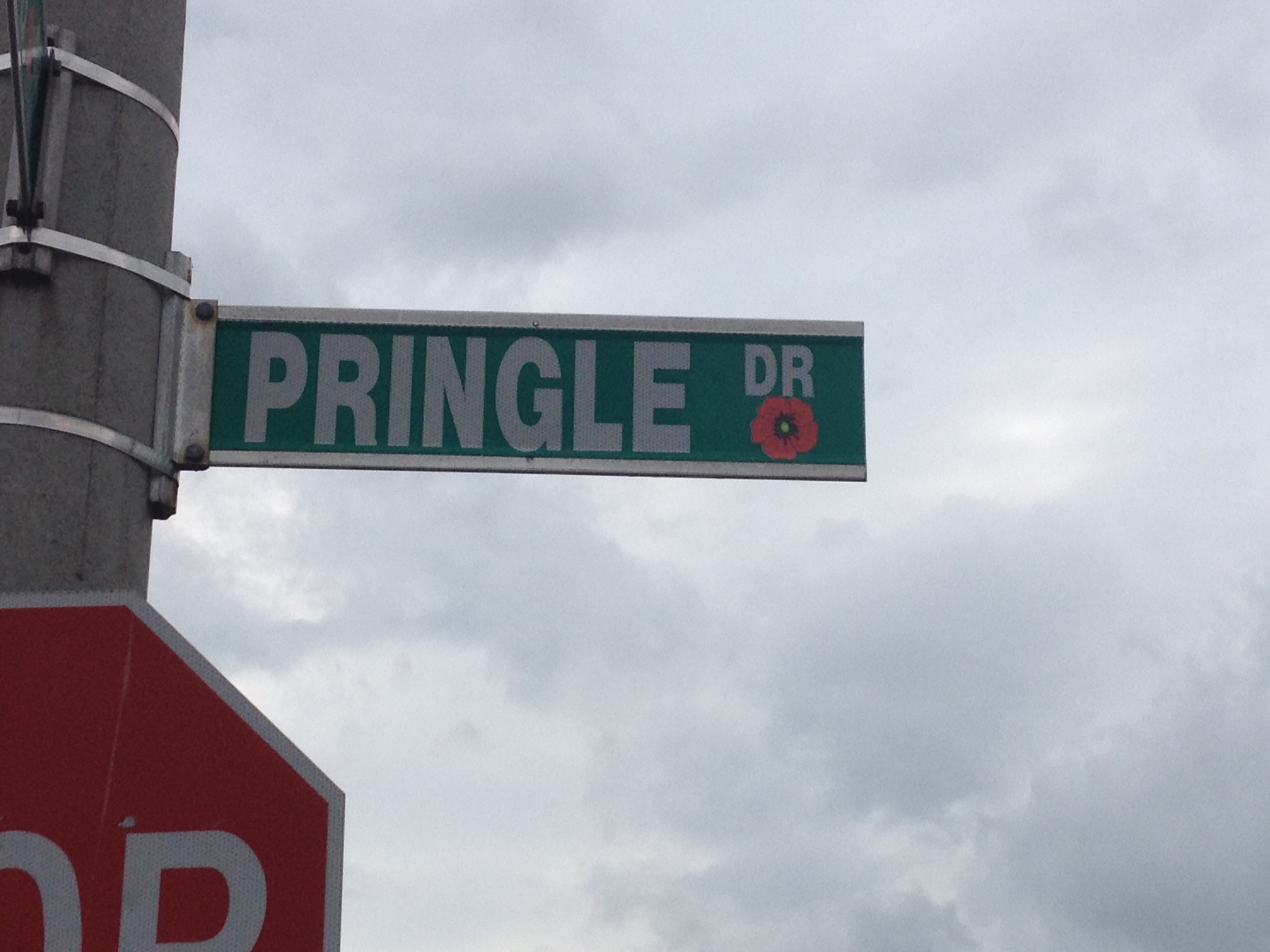 Street sign– Barrie street named in honour of Private George Alfred Pringle with a poppy.