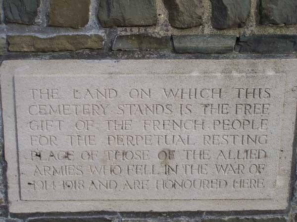 Plaque commémorative du Bourlon Wood Cemetery