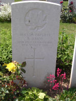Grave Marker– Photo provided by The Commonwealth Roll Of Honour Project. Volunteer Pete Tyrrell