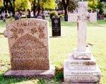 Nouvelle et ancienne pierre tombale