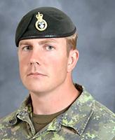 Photo de Jeffrey Scott Walsh – Le Caporal-chef Jeffrey Scott Walsh du 2e Bataillon du Princess Patricia's Canadian Light Infantry, basé à Shilo (Manitoba), a été tué dans un accident causé par une arme vers midi, heure de Kandahar, le 9 août 2006 dans le cadre d'opérations courantes sur la route 1 à environ 20 km à l'ouest de la ville de Kandahar.