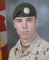 Photo de David Greenslade – Le Soldat David R. Greenslade, 2e Bataillon du Royal Canadian Regiment, a été tué lorsque son véhicule blindé léger a frappé un engin explosif improvisé près de la frontière entre les provinces d'Helmand et de Kandahar.  Photo : Banque d'images des Forces canadiennes