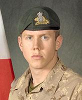 Photo de Simon Longtin – Le Soldat Simon Longtin a été tué le 19 aôut, 2007 après que le véhicule dans lequel il voyageait, un VBL III, eut touché un engin explosif improvisé (EEI). L'incident s'est produit vers 01 h 41, heure de Kandahar, à environ 20 km à l'ouest de Kandahar City. Le soldat a été évacué immédiatement des lieux par hélicoptère pour soins médicaux d'urgence mais a succombé plus tard à ses blessures. Au moment de l'incident, le convoi canadien retournait d'une base d'opération avancée après une mission de ravitaillement depuis le terrain d'aviation de Kandahar. Le Sdt Longtin était membre du 3e Bataillon du Royal 22e Régiment, basé à Valcartier, au Québec.  Photo credit : Cplc Martine Morin, Section d'imagerie Garnison Valcartier.