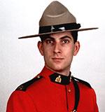 Gendarme Douglas James Larche – © Sa Majesté la Reine du chef du Canada représentée par la Gendarmerie royale du Canada
