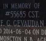 En mémoire du gendarme F G Gevaudan – Plaque commémorative sur la porte du colombarium érigée à l'intérieur de l'arche du souvenir. Photo gracieuseté de www.rcmpgraves.com