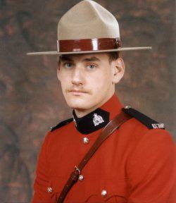 Gendarme Mark Percy McLachlan – © Sa Majesté la Reine du chef du Canada représentée par la Gendarmerie royale du Canada