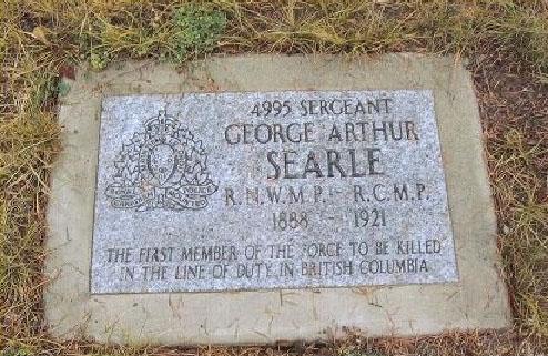 Inscription sur la stèle funéraire – Photo avec la permission de www.rcmpgraves.com