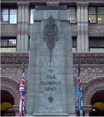 Monument – La tablette commémorative de la Première Guerre mondiale du Toronto Railway Employees Union est située de l'autre côté des portes d'entrée du Old City Hall sur la rue Queen à Toronto. Le nom du Soldat Christopher Carruther est inscrit sur cette plaque.