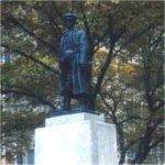 Monument commémoratif des Fils d¿Angleterre – Conçu par Charles Adamson en bronze et en granit, le monument commémoratif des Fils d'Angleterre se trouve au coin de l'avenue University et de la rue Elm, à Toronto. L'inscription [TRADUCTION] : ÉRIGÉ PAR LES MEMBRES DE LA SOCIÉTÉ MUTUALISTE DES DISTRICTS DE TORONTO DES FILS D'ANGLETERRE À LA MÉMOIRE DES MORTS DE LA GRANDE GUERRE.