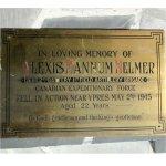 Plaque commémorative – Cette plaque est dédiée au lieutenant Alexis Helmer, dont le décès a inspiré le poème « Au champ d¿honneur ».